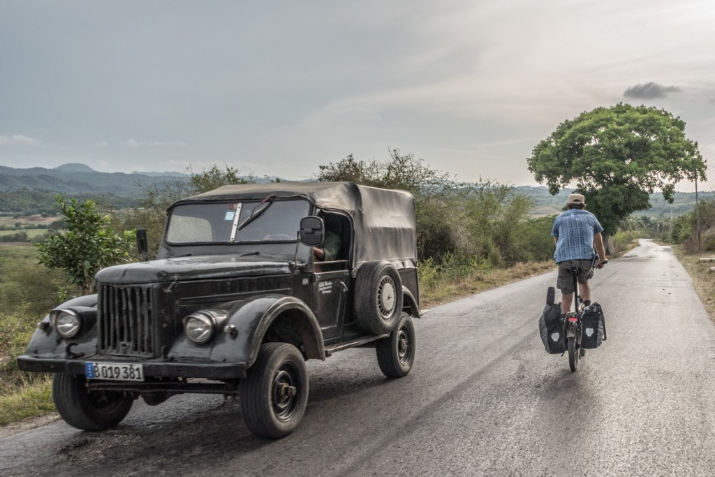 Cycling from Havanna towards the magical mountains near Vinales.