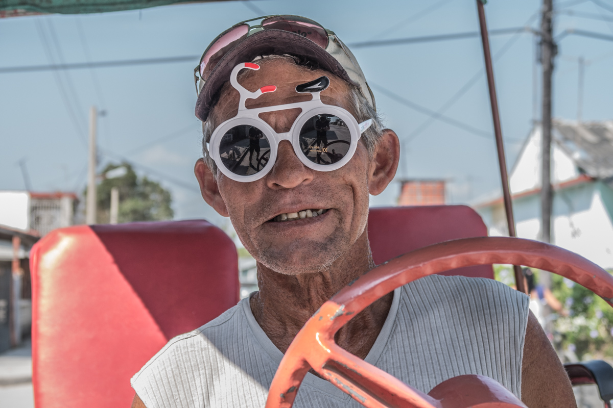 The rickshaw driver was so happy when I gave him my cyclepeter glasses
